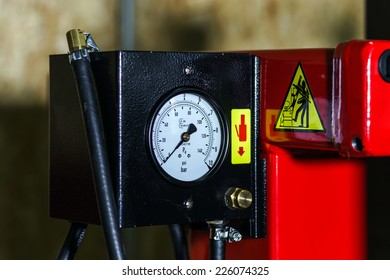 Pressure measurement part of tire replacement machine, auto service