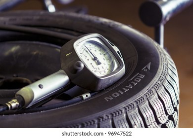 Pressure meter on a flat tire