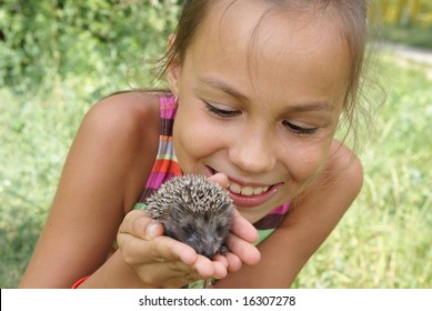 Preteen girl on meadow with porky-pine