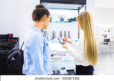 Pretty beautician talking with client at the beauty salon