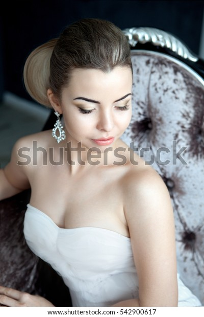 Pretty bride with the nice makeup