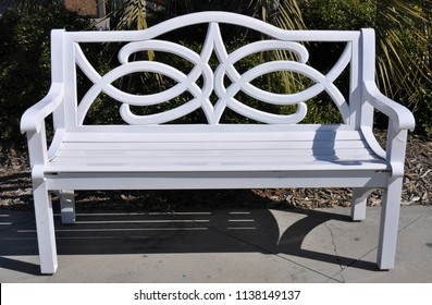 A pretty empty white bench