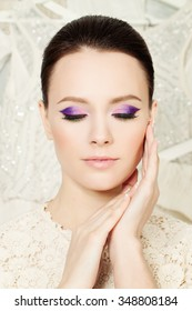 Pretty Face. Fashion Woman with Bright Make-up