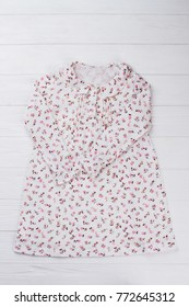 Pretty nightgown for girl. Lightweight cotton and floral print. Collar and long  sleeves. 330581194
