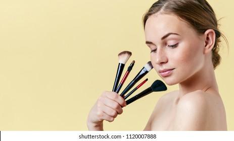 Eleanor Naked Teen