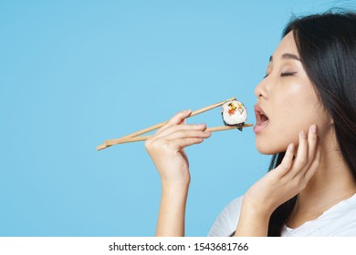 Pretty woman chopsticks for sushi diet
