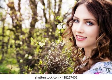pretty woman in nature / Woman