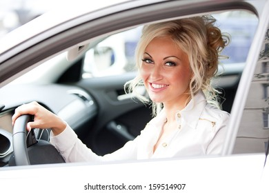 Pretty woman showing the car key