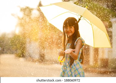 Pictures of naked asian girl with umbrella — photo 4