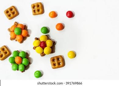 Pretzel flower bites / candy flowers / Easter treats for kids