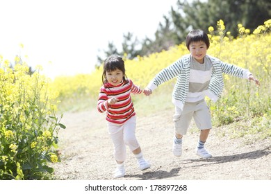 Primary Japanese boy and Japanese girl who are playing in the fields