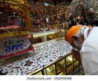 The Prime Minister, Shri Narendra Modi offering prayers at the Gurudwara Sis Ganj Sahib on the 400th Parkash Purab of Sri Guru Teg Bahadur Ji, in Delhi on May 01, 2021.