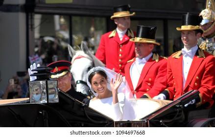 Prince Harry & Meghan Markle wedding Windsor, Uk - 19/5/2018: Prince Harry and Meghan Markle wedding carriage procession  & back the Windsor Castle waving to crowd - stock photo photograph