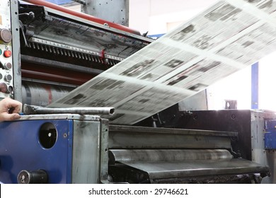 The printed machine does the newspaper
