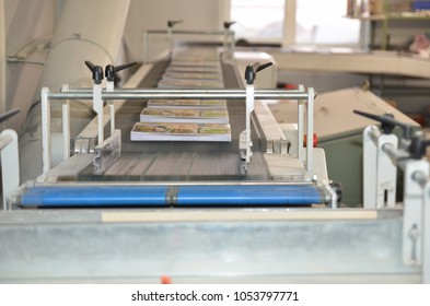 Printing factory. The conveyor with magazines. A stream of journal production