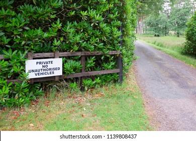 Private road land no unauthorised unauthorised access for vehicles