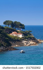 Private villa on the cliff at the Bale de Bandol, Bay of Bandol, Alpes-Maritimes, Cote d'Azur, South of France, France, Europe