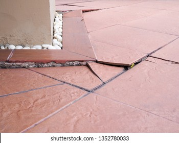 Problems of the construction of houses, collapse houses, soil collapsed, tiles broken damaged, floor split, color cracked
