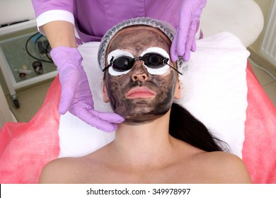 Procedure carbon peeling. Laser rejuvenation and skin lightening, treatment of problematic skin.