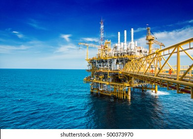 Process flatform,oil and gas flatform,flatform oil and gas with blue sky offshore