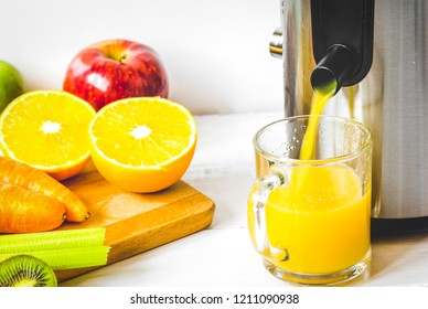 process preparation of fresh juice in juicer