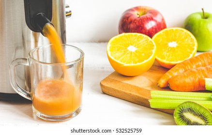 process preparation of fresh juice in juicer