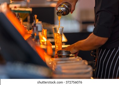 Process of preparing a cocktail bartender's from passion fruits