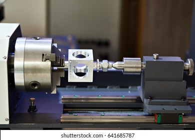 Processing of aluminum metal on a lathe