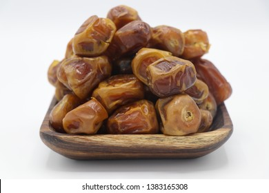 It is produced from sukkary palm in Al-Qassim that is called Sukkary, kinky or taj as it looks like crown and its unique taste.