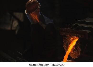 Production of aluminium master alloys on a foundry