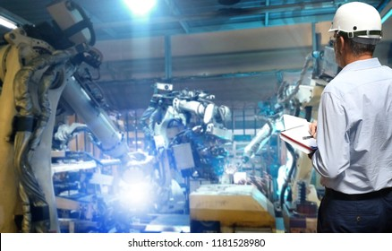 Production Engineer  real time monitoring system software.digital manufacturing operation. Automation robot arm machine in smart factory automotive industrial , Industry 4.0 concept