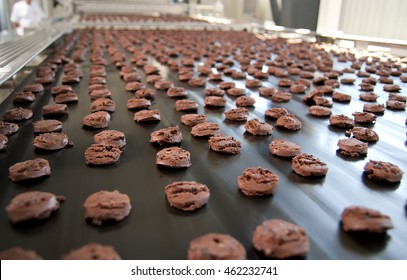 Production line of baking chocolate cookies