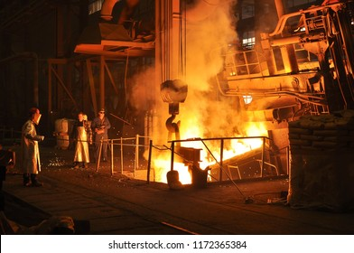 Production of metal components in a foundry - group of workers