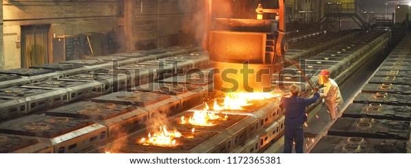 Producción de componentes metálicos en un grupo de trabajadores