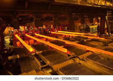 Herstellung von Stahl und Schwermetallen in einem Elektroofen in der Produktion