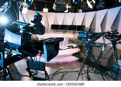 PROFESSIONAL CAMCORDERS IN THE NEWS TELEVISION STUDIO