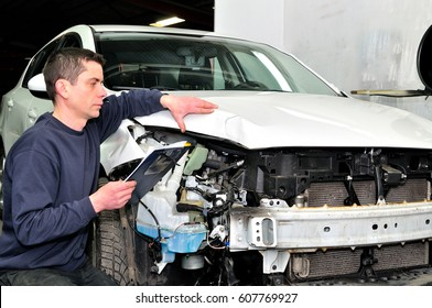 Professional car appraiser evaluate car damage.