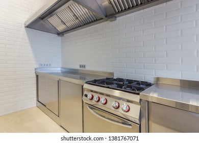 Professional cooking equipment. One-piece work-top cooking range