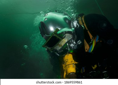 professional diver working underwater with pneumatic tools