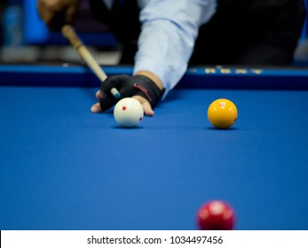 Professional hand billiard cue ball hand player