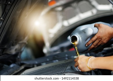 Professional local car repair shop, automobile workshop support service to help fix maintenance engine, change tire, annual mile check, repair color scratched, wheel, headlamp, bumper, radiator