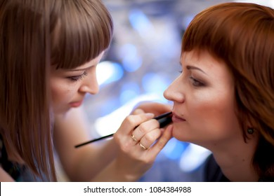 A professional make-up artist prepares a TV journalist for the conduct of the broadcast