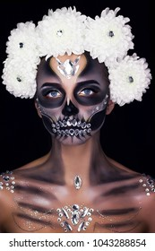Professional make-up for girls on the Halloween holiday. Make-up skilet. Makeup for horror.
