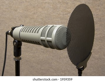 Professional microphone w/ spit shield