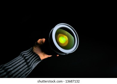 professional photo lens in a man´s hand