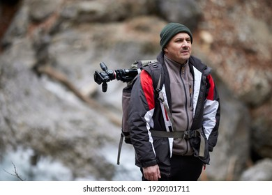 Professional photographer working in nature on a winter day in the mountains.