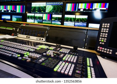 PROFESSIONAL PROCESS CONTROL PANEL FOR RECORDING WITH BUTTONS AND MIXERS ON TELEVISION