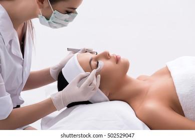 Professional stylist lengthening female lashes