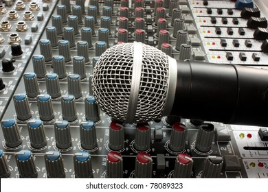 Professional vocal microphone