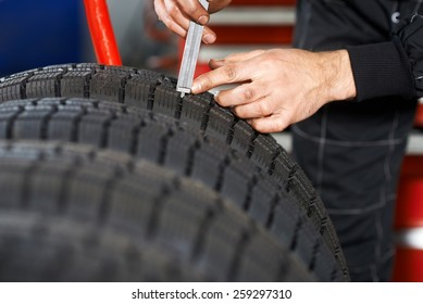 Profile measuring at a car tire